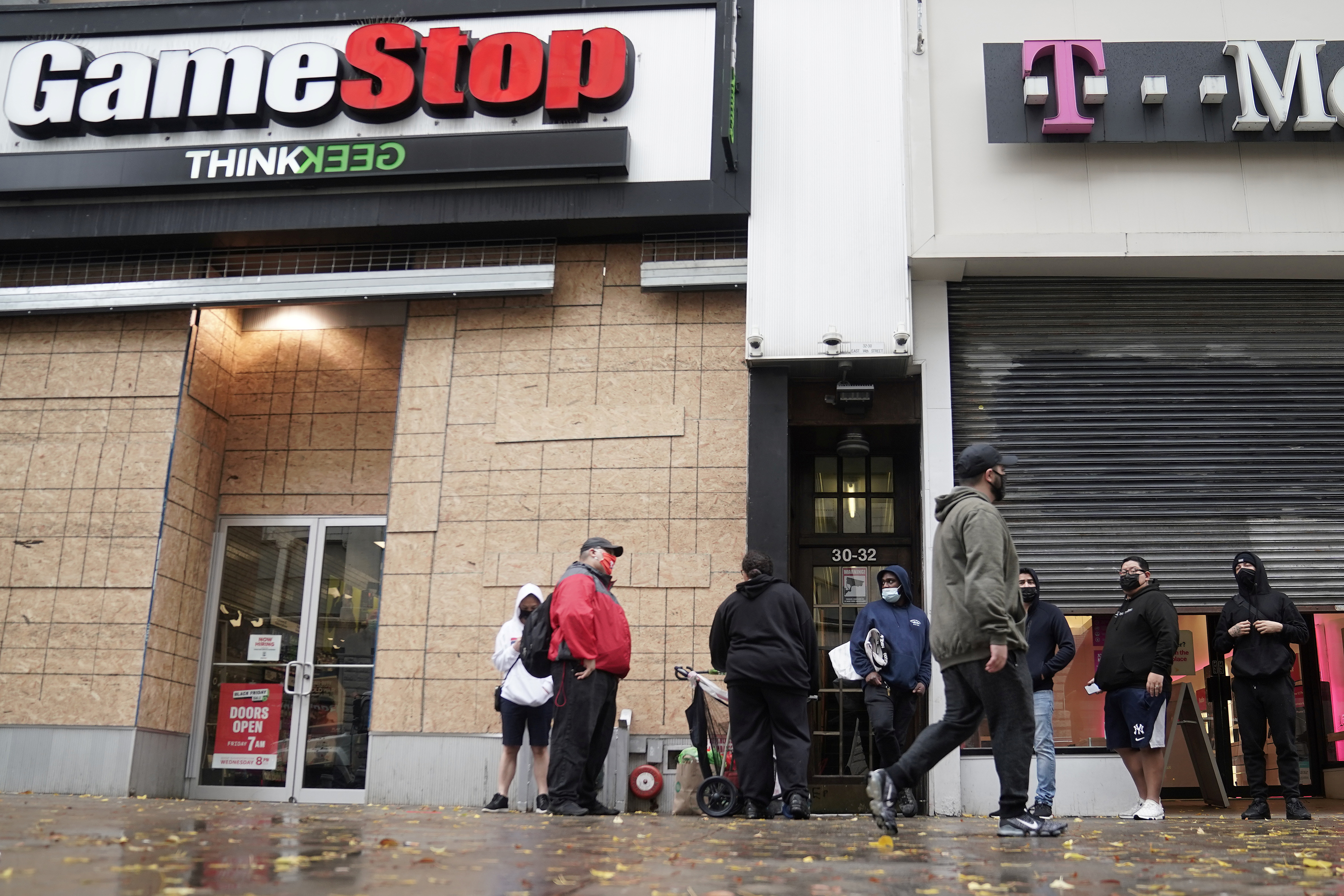 Outside a GameStop store people line up to purchase a Sony PS5 gaming console in the Manhattan borough of New York City, New York, U.S., November 12, 2020. REUTERS/Carlo Allegri