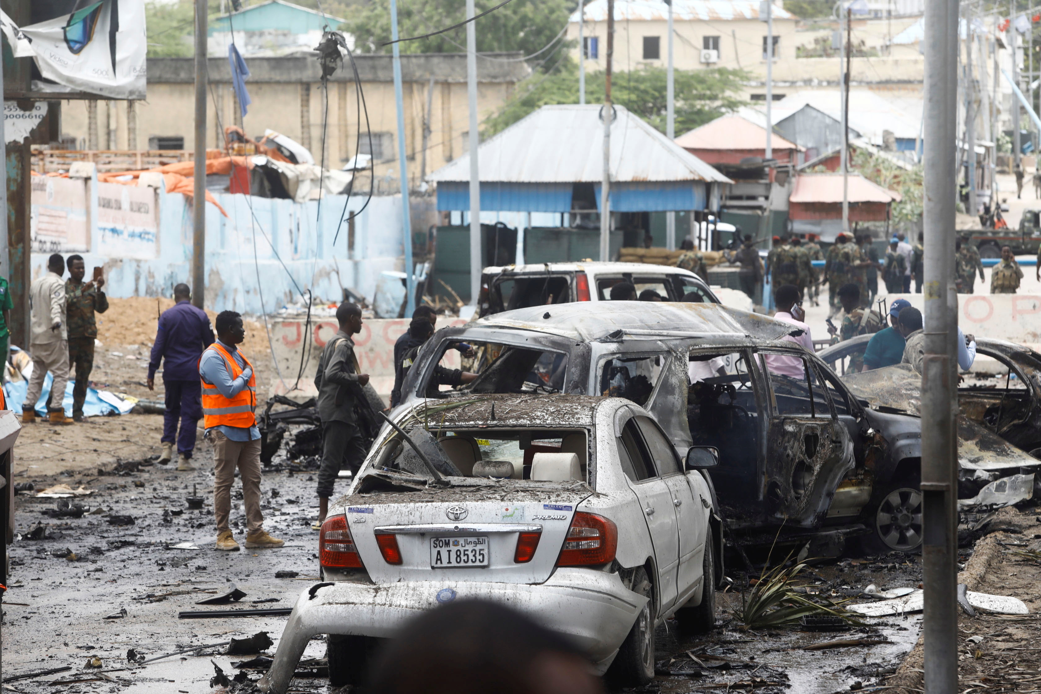 Suicide Car Bomb Targeting Convoy in Somali capital kills at least 8 -official