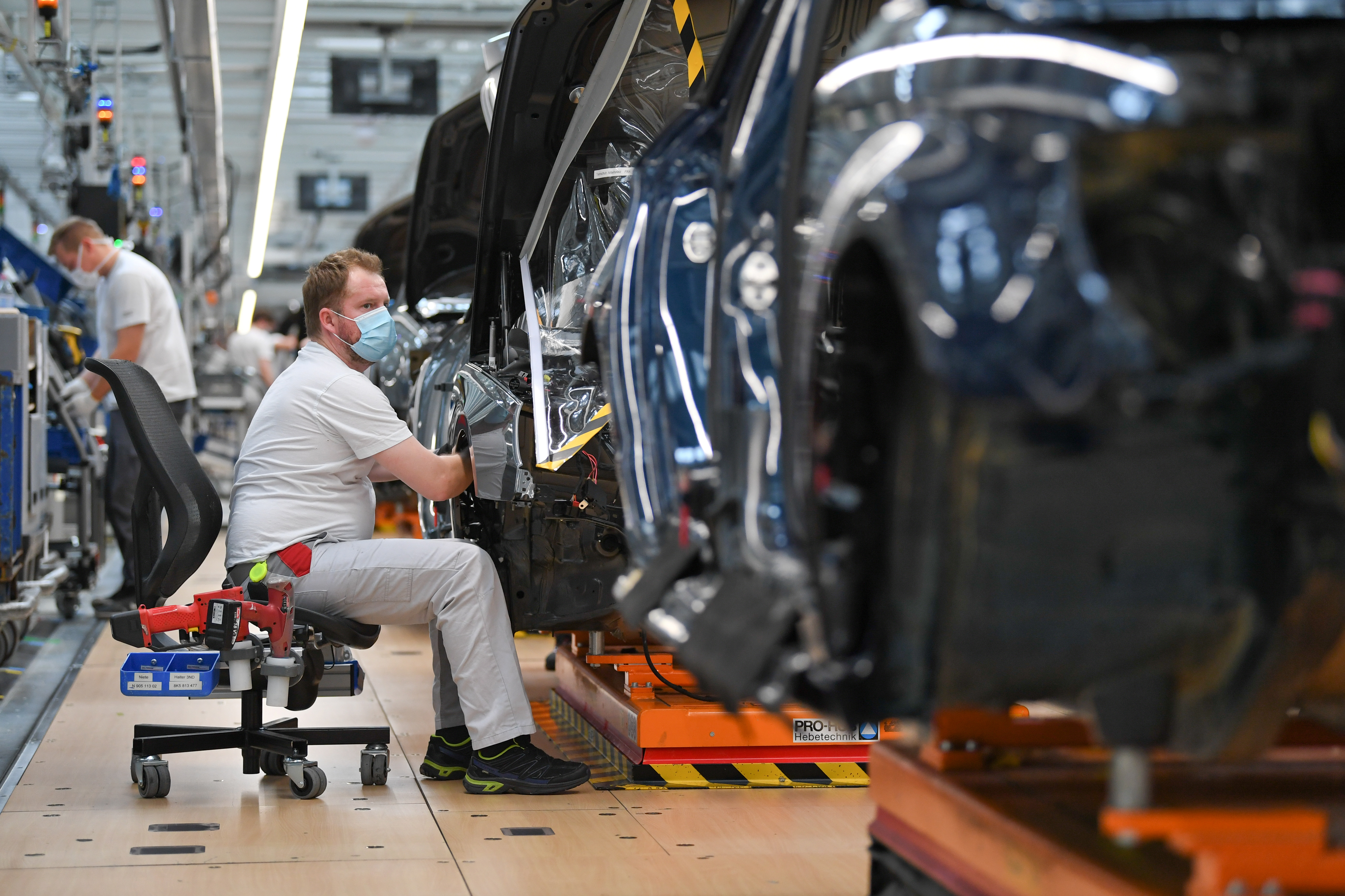 FILE PHOTO: A production line of German car manufacturer Audi, amid the spread of the coronavirus disease (COVID-19) in Ingolstadt, Germany, June 3, 2020. REUTERS/Andreas Gebert