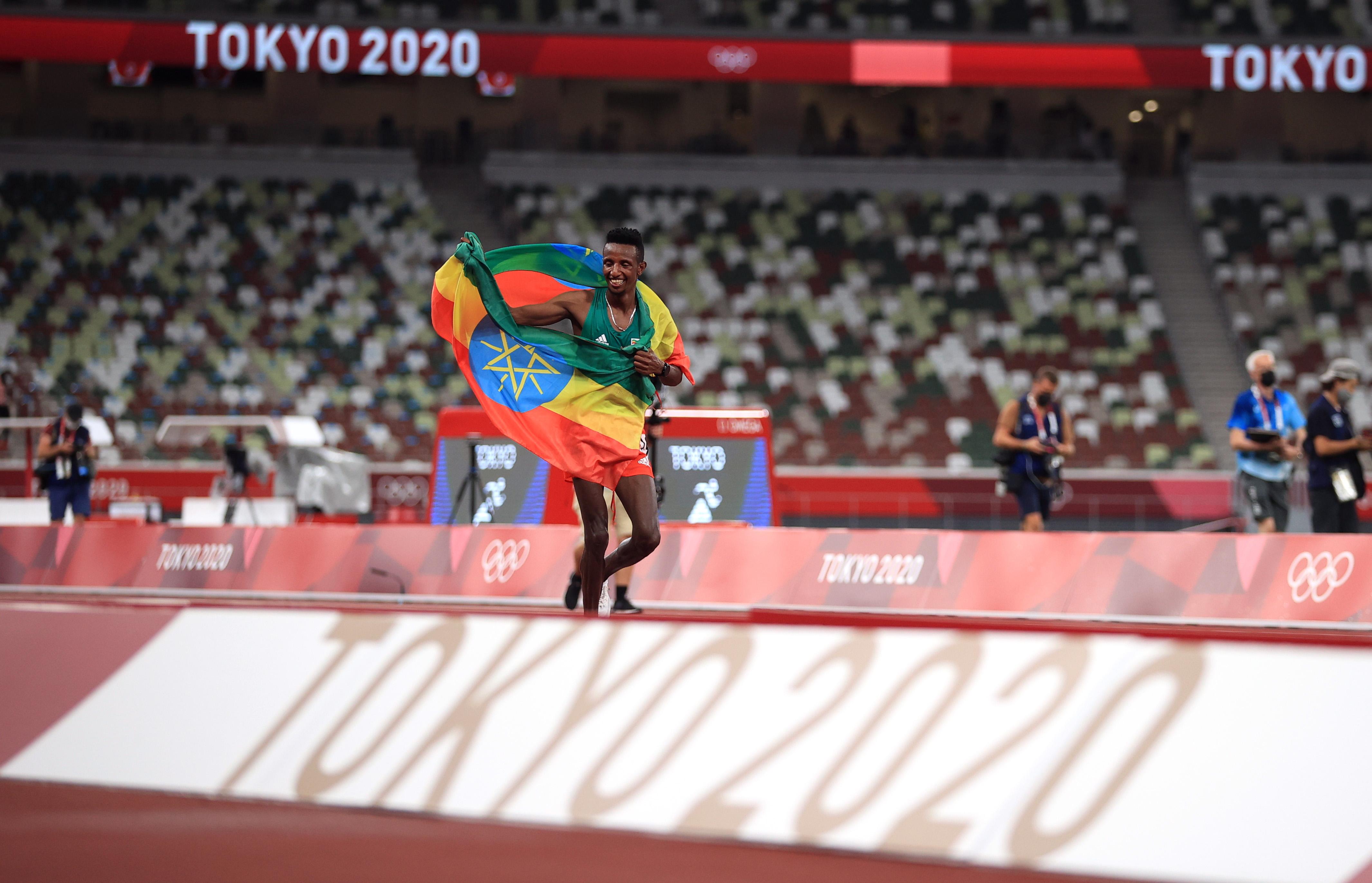 Tokyo 2020 Olympics - Athletics - Men's 10000m - OLS - Olympic Stadium, Tokyo, Japan - July 30, 2021. Selemon Barega of Ethiopia celebrates after winning gold REUTERS/Hannah Mckay