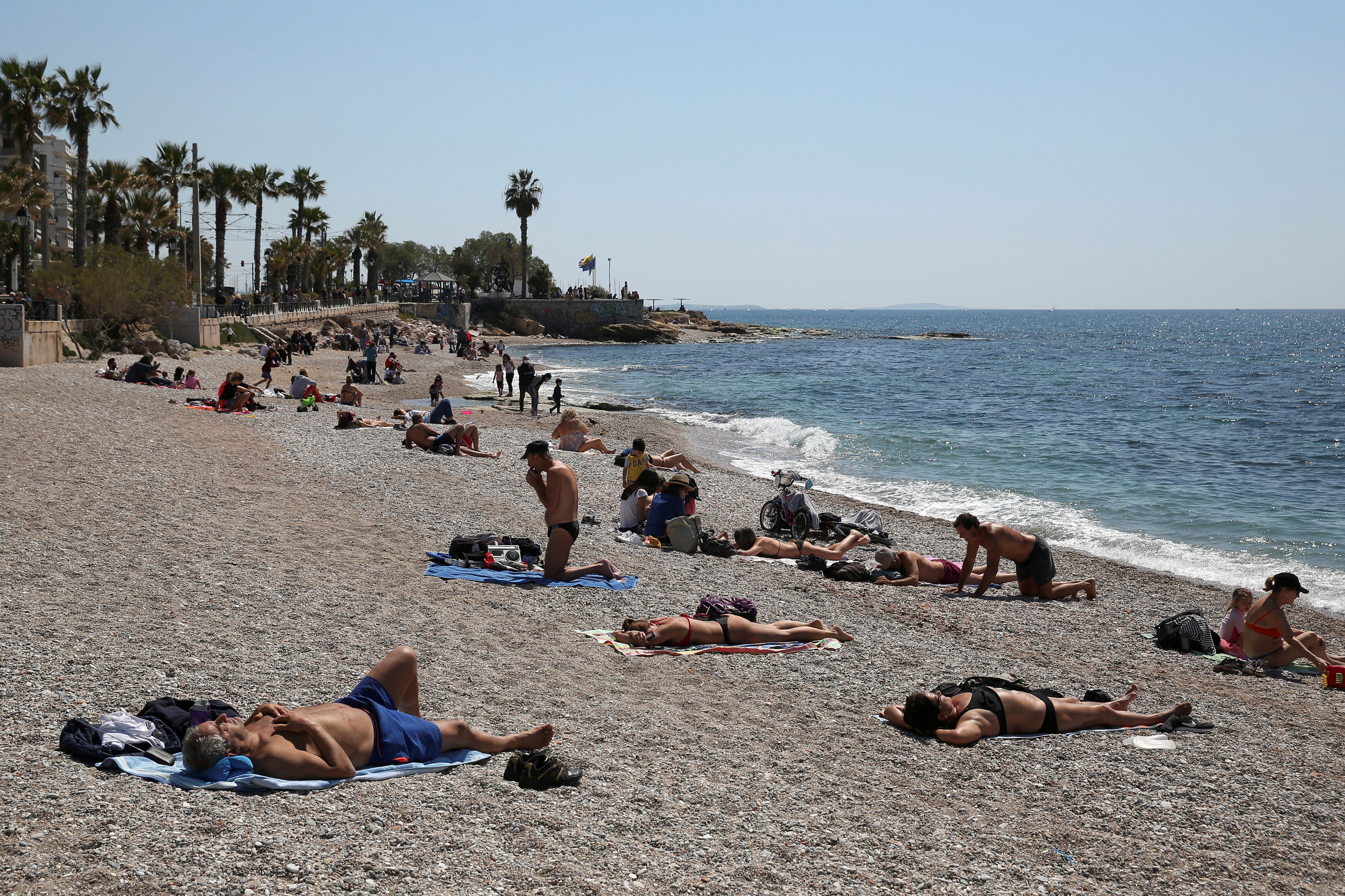 People enjoy the beach following the easing of measures against the spread of the coronavirus disease (COVID-19) in Faliro suburb, near Athens, Greece, April 3, 2021. REUTERS/Costas Baltas/File Photo