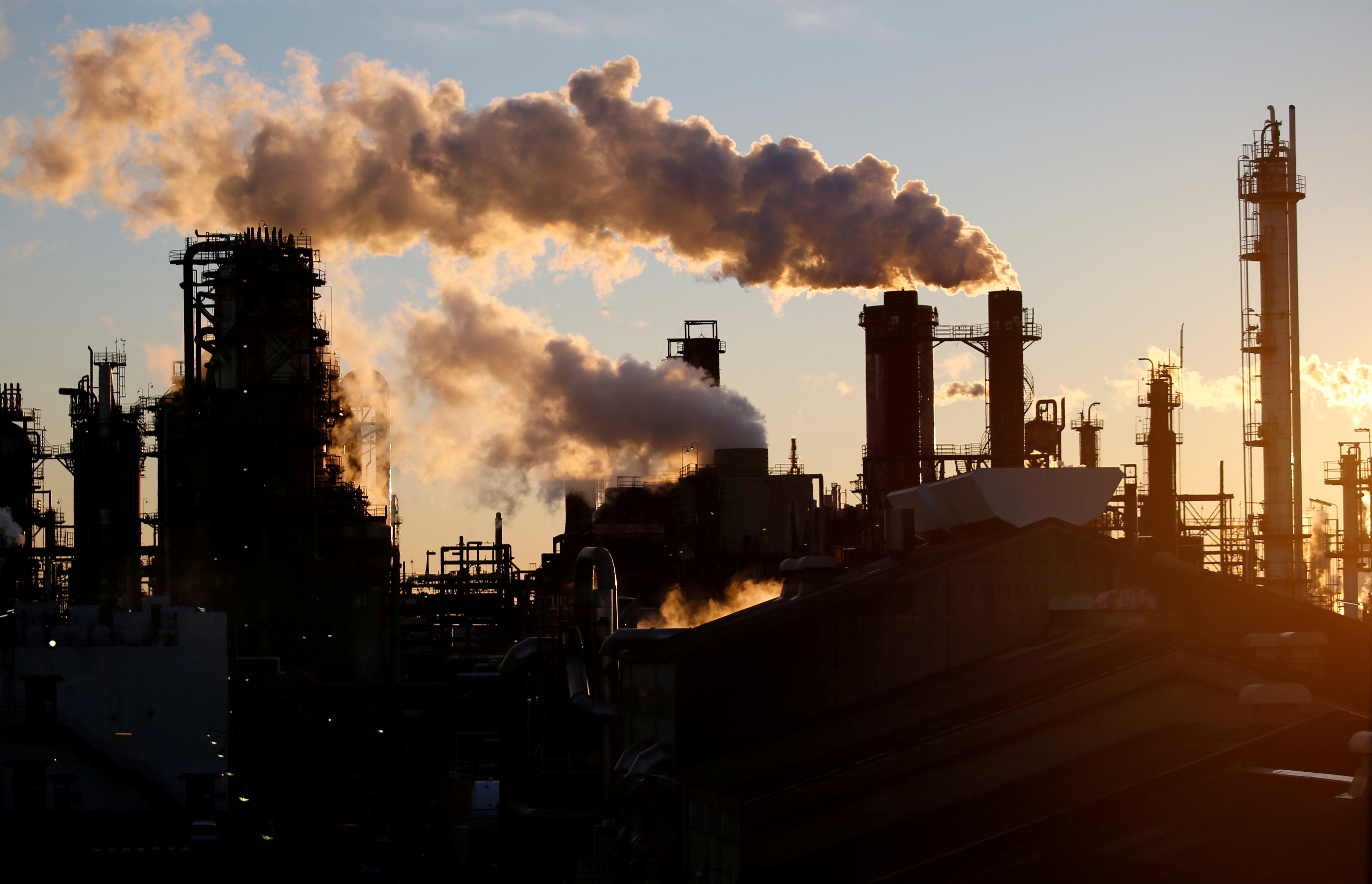 Smoke rises from a factory in front of Mount Fuji during the sunset at Keihin industrial zone in Kawasaki, Japan January 16, 2017. REUTERS/Toru Hanai/File Photo