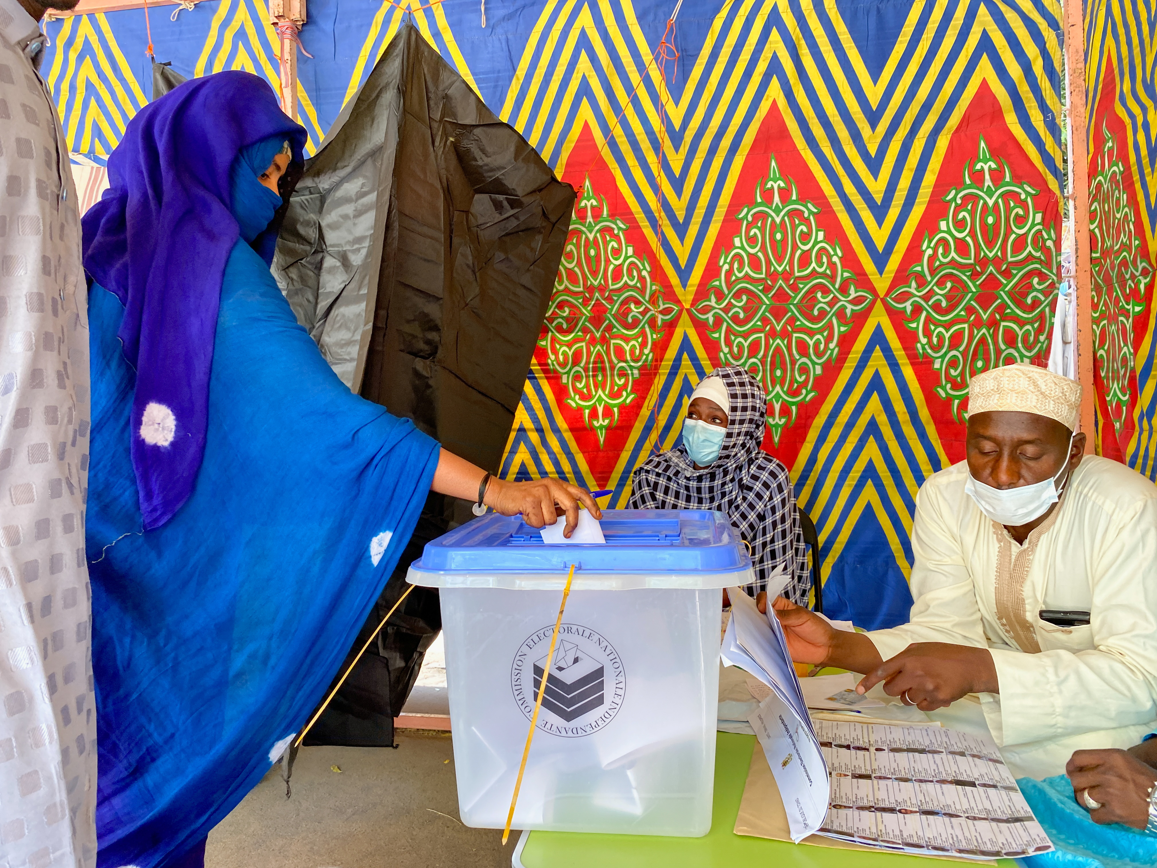 A woman casts her ballot at the pooling station during the presidential election in N'Djamena, Chad April 11, 2021. REUTERS/ Media Coulibaly