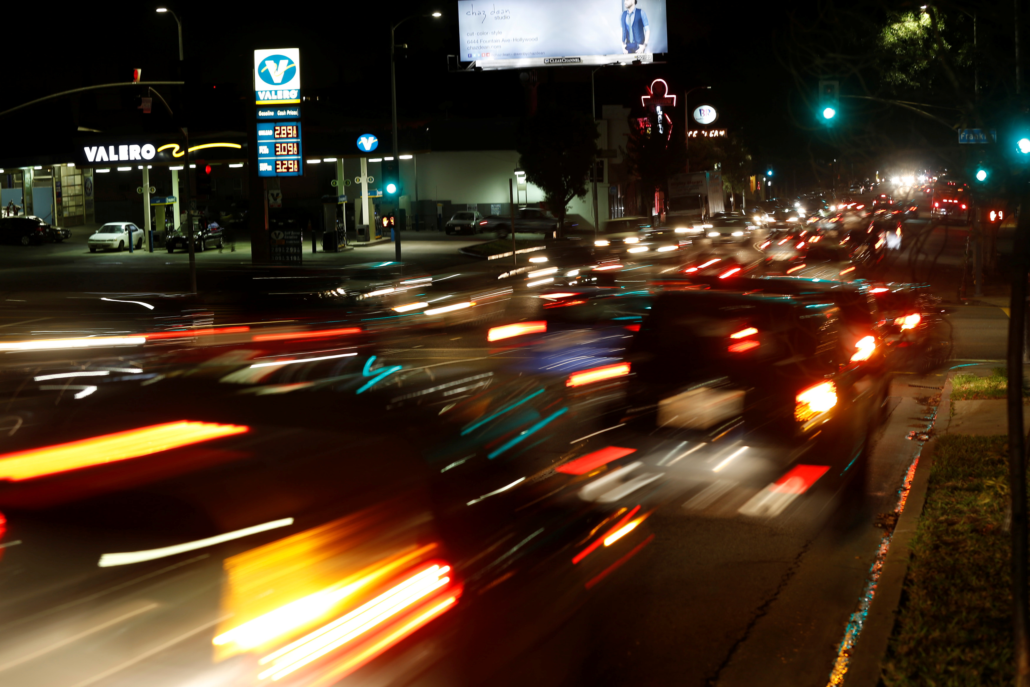 Gas prices at a Valero gas station are pictured, as vehicles drive by, in Los Angeles, California January 22, 2016.  REUTERS/Mario Anzuoni