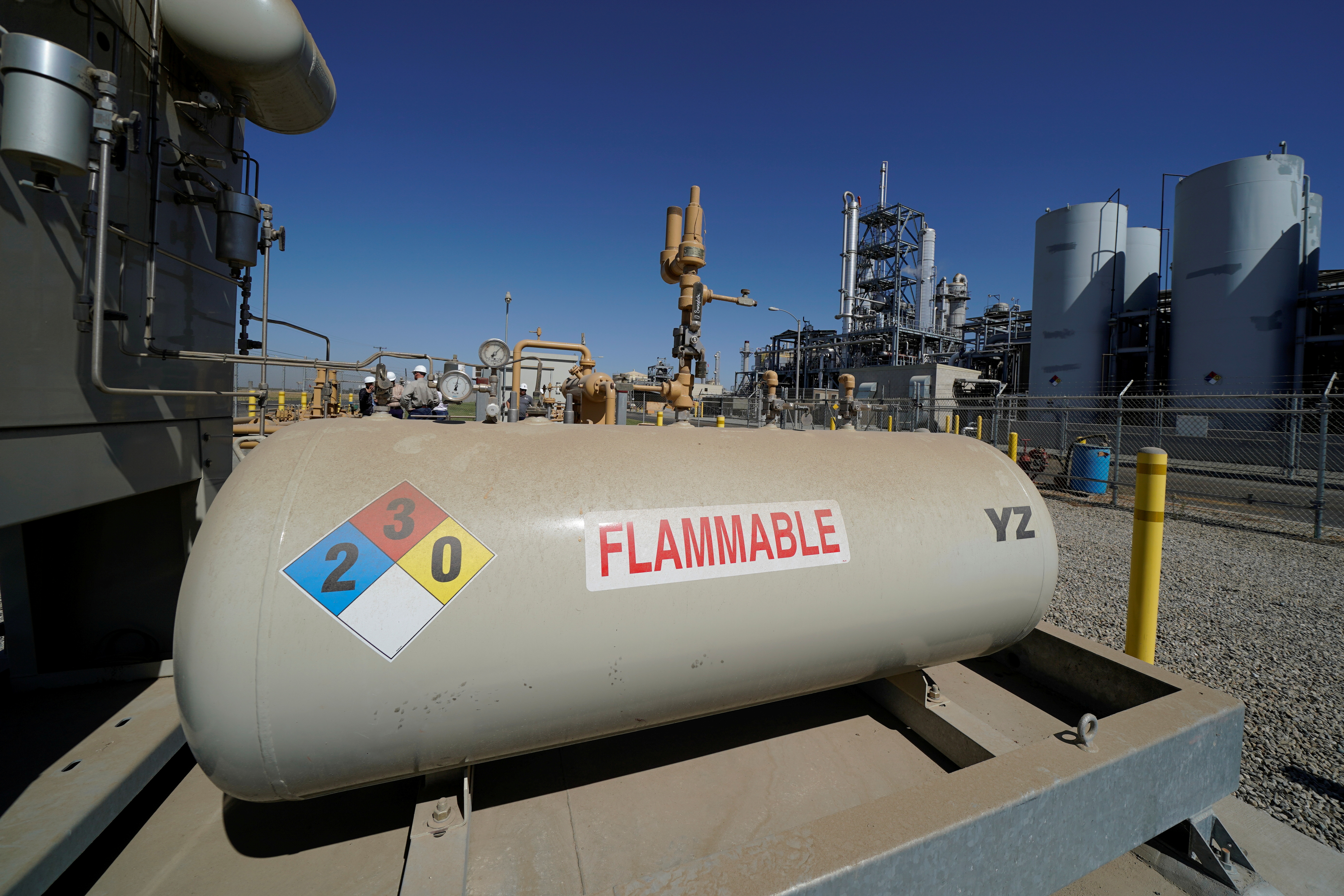 Natural gas is transferred into the SoCalGas system after being collected and purified at a Calgren collection facility in Pixley, California, U.S., October 2, 2019. Picture taken October 2, 2019.       REUTERS/Mike Blake/File Photo