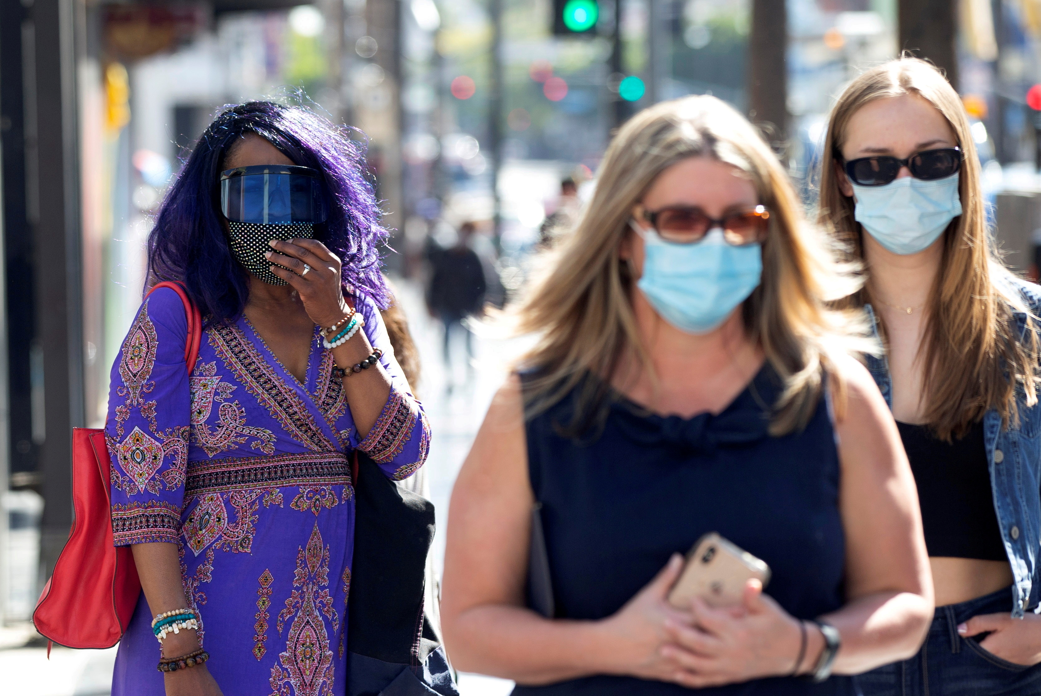 People wearing face protective masks walk on Hollywood Blvd during the outbreak of the coronavirus disease (COVID-19), in Los Angeles, California, U.S., March 29, 2021. REUTERS/Mario Anzuoni/File Photo/File Photo