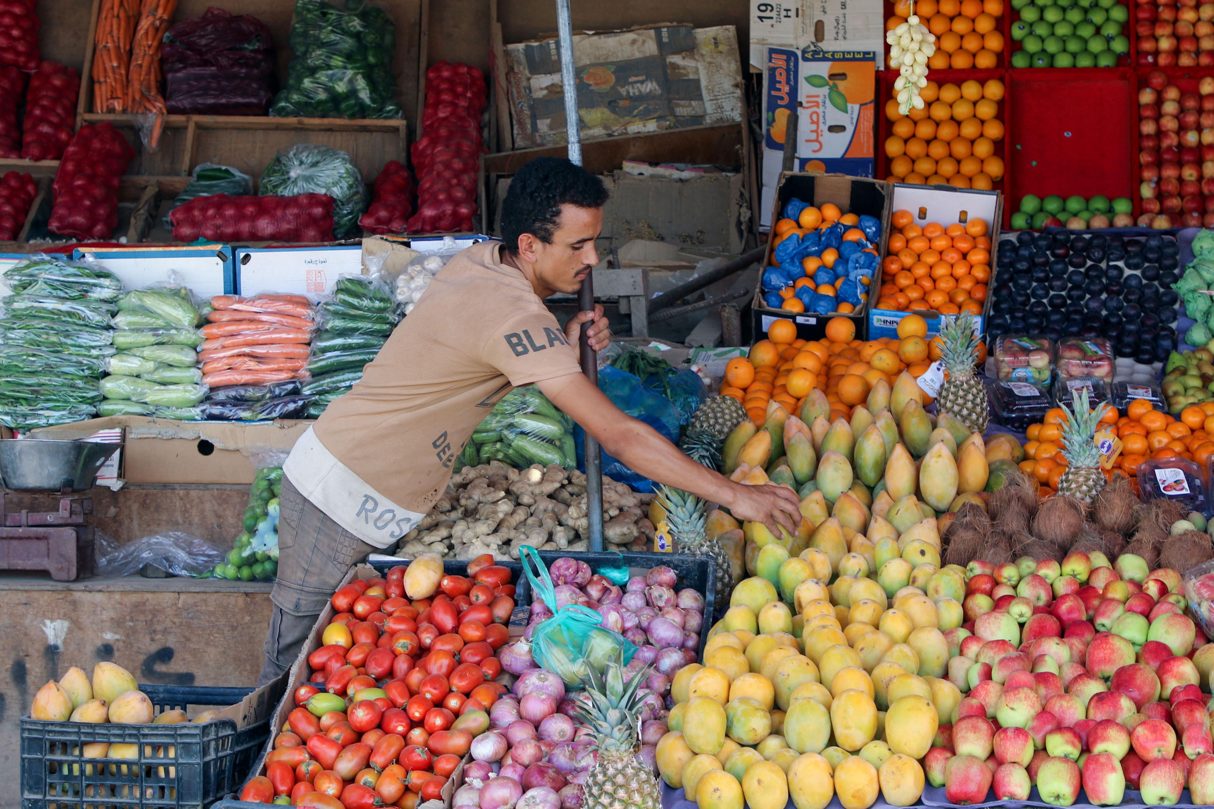 A vendor sorts fruits at his stall in Aden, Yemen June 29, 2021. Picture taken June 29, 2021. REUTERS/Fawaz Salman