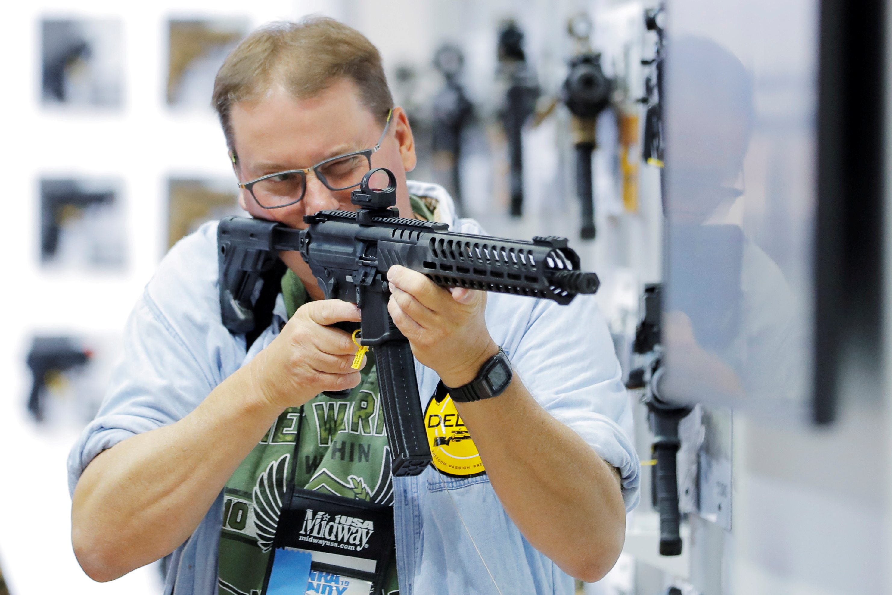 A man handles a rifle inside of the Sig Sauer booth during the National Rifle Association (NRA) annual meeting in Indianapolis, Indiana, U.S., April 28, 2019.  REUTERS/Lucas Jackson/File Photo