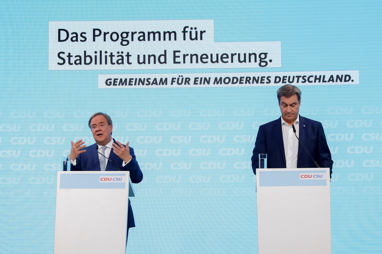 Čelnik Kršćansko-demokratske unije (CDU) Armin Laschet i Kršćansko-socijalne unije (CSU) Markus Soeder daju presing nakon kongresa Kršćansko-demokratske unije (CDU) u Berlinu, Njemačka, 21. lipnja 2021. REUTERS / Michele Tantussi / Pool