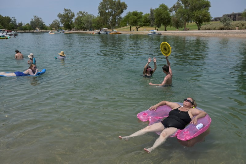 Tricia Watts (R) sits in a floaty as she cool off in the water during a heat wave in Lake Havasu, Arizona, U.S. June 15, 2021.   REUTERS/Bridget Bennett/File Photo