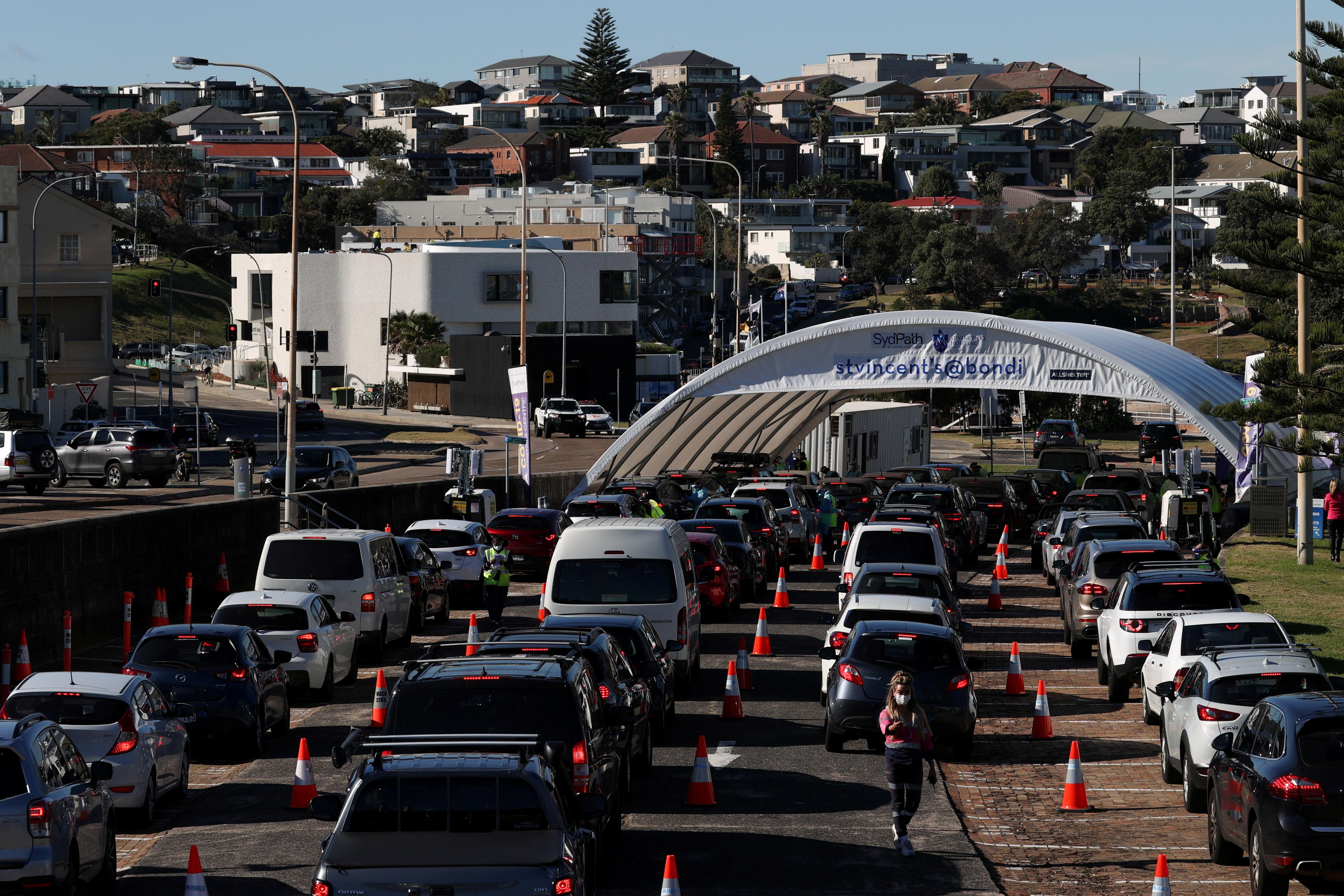 Vehicles wait in line at the Bondi Beach drive-through coronavirus disease (COVID-19) testing centre in the wake of new positive cases in Sydney, Australia, June 17, 2021.  REUTERS/Loren Elliott/File Photo