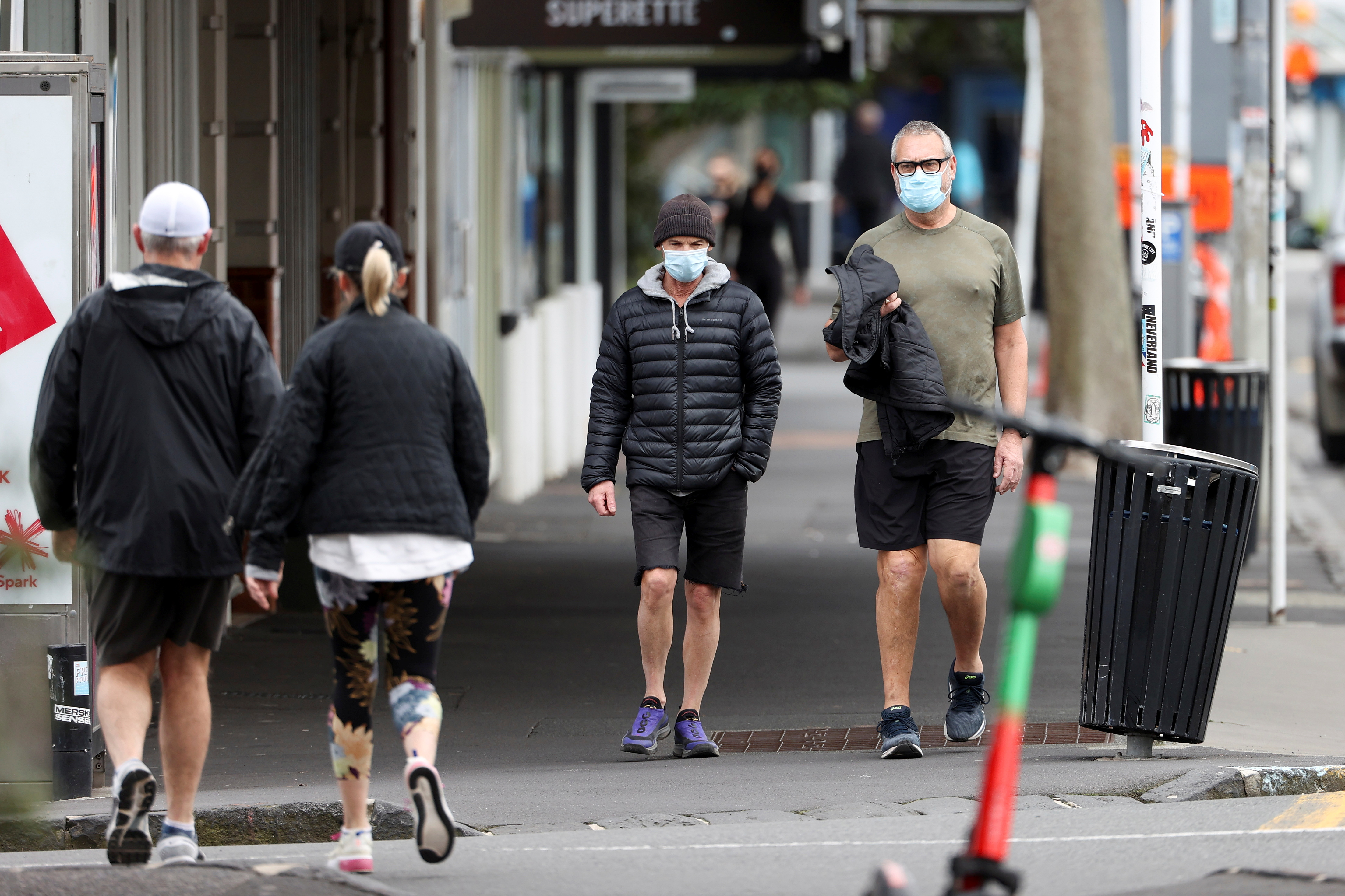 People wear masks as they exercise during a lockdown to curb the spread of a coronavirus disease (COVID-19) outbreak, in Auckland, New Zealand, August 26, 2021.  REUTERS/Fiona Goodall