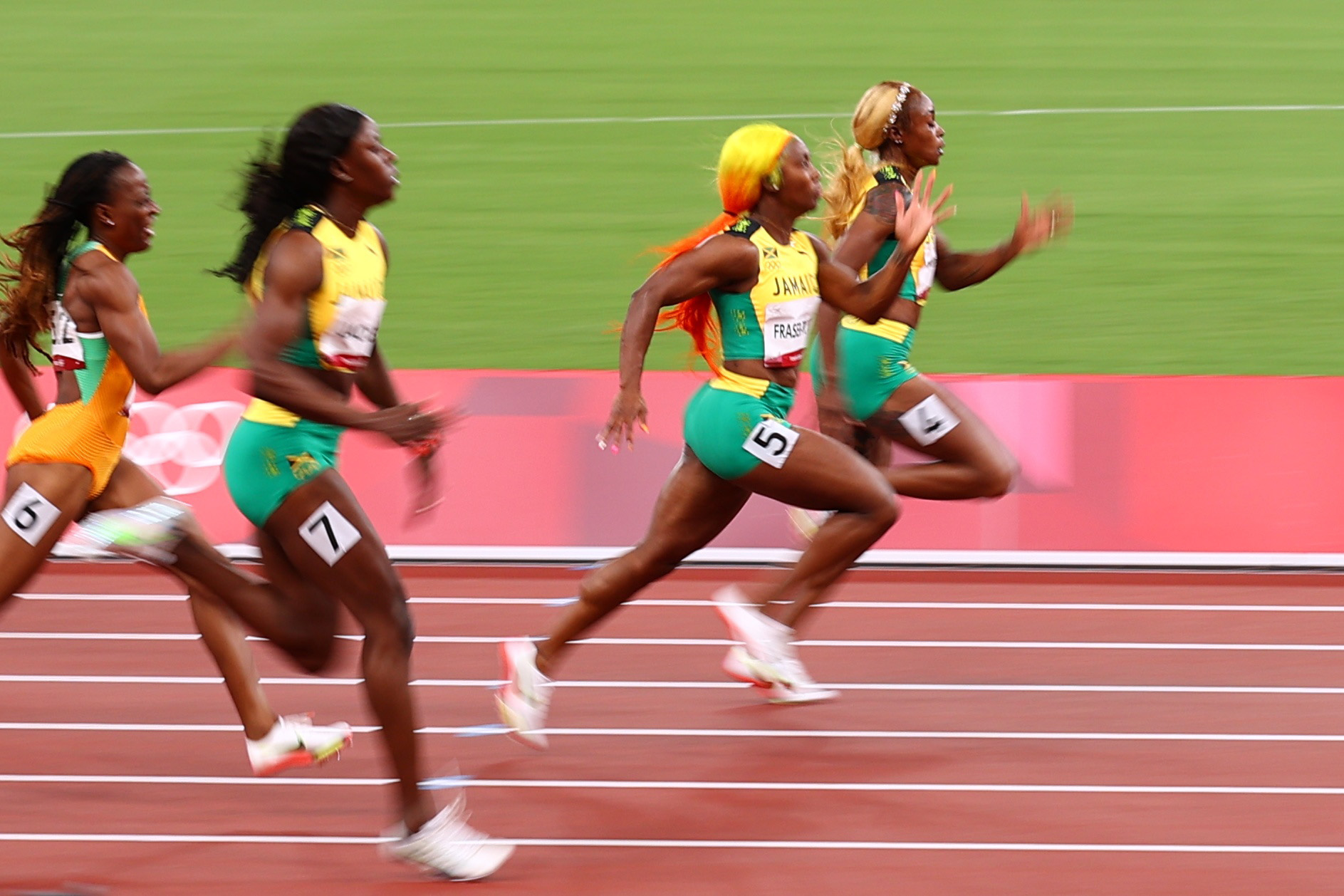 Tokyo 2020 Olympics - Athletics - Women's 100m - Final - OLS - Olympic Stadium, Tokyo, Japan - July 31, 2021. Elaine Thompson-Herah of Jamaica and Shelly-Ann Fraser-Pryce of Jamaica in action REUTERS/Andrew Boyers