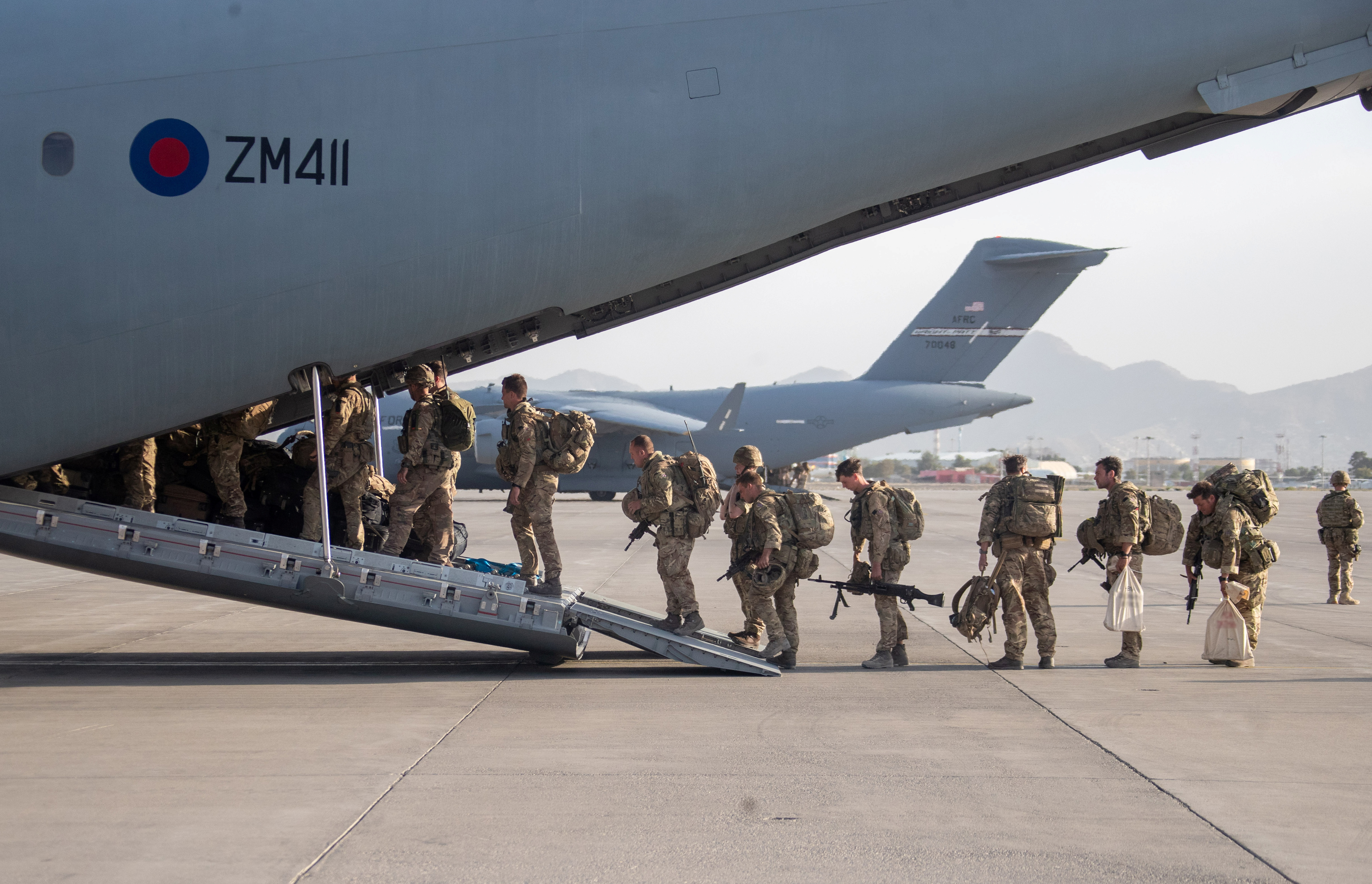 UK military personnel board an A400M aircraft departing Kabul, Afghanistan August 28, 2021.   Jonathan Gifford/UK MOD Crown copyright 2021/Handout via REUTERS