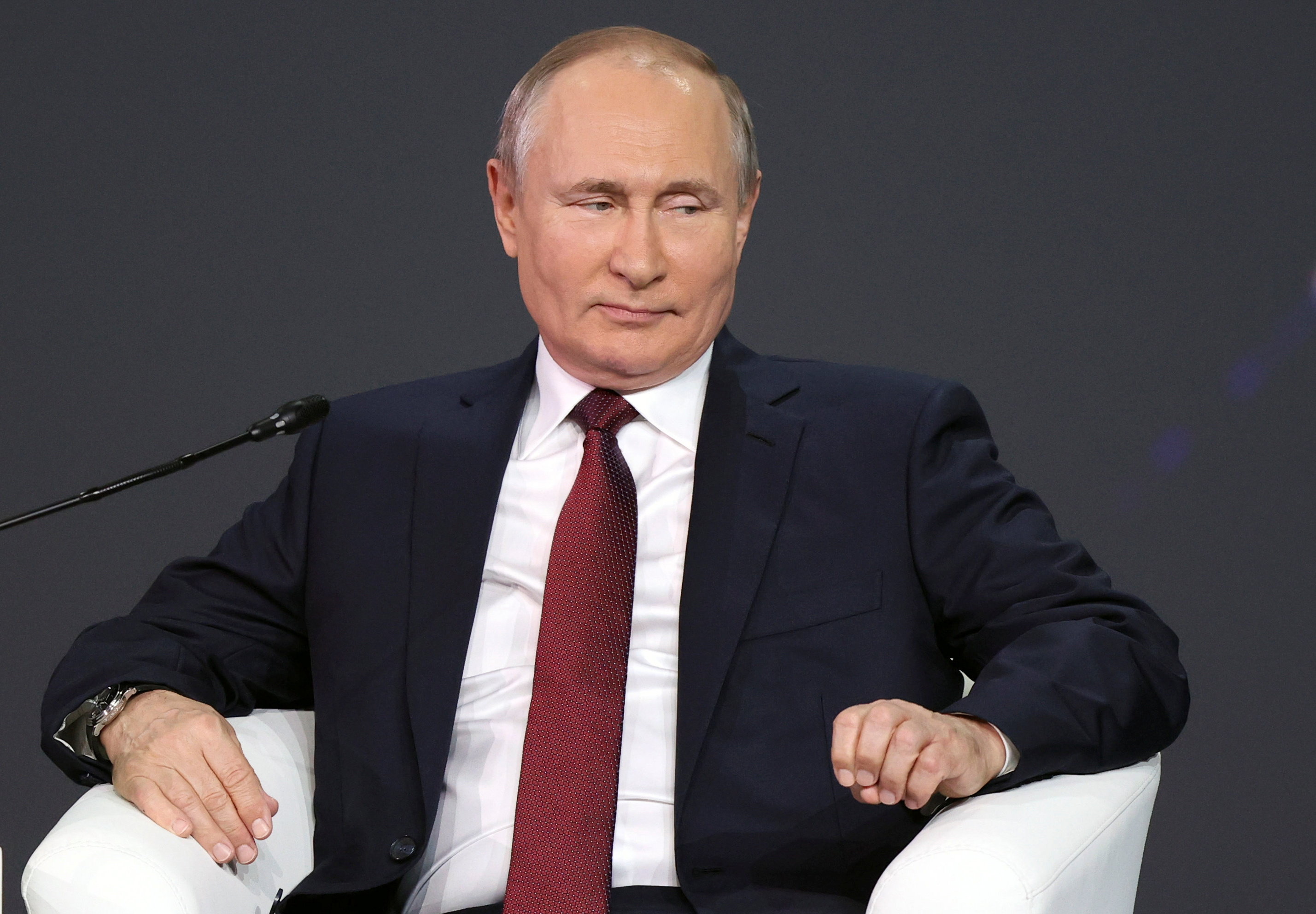 Russian President Vladimir Putin attends a session of the St. Petersburg International Economic Forum (SPIEF) in Saint Petersburg, Russia, June 4, 2021. Dmitri Lovetsky/Pool via REUTERS