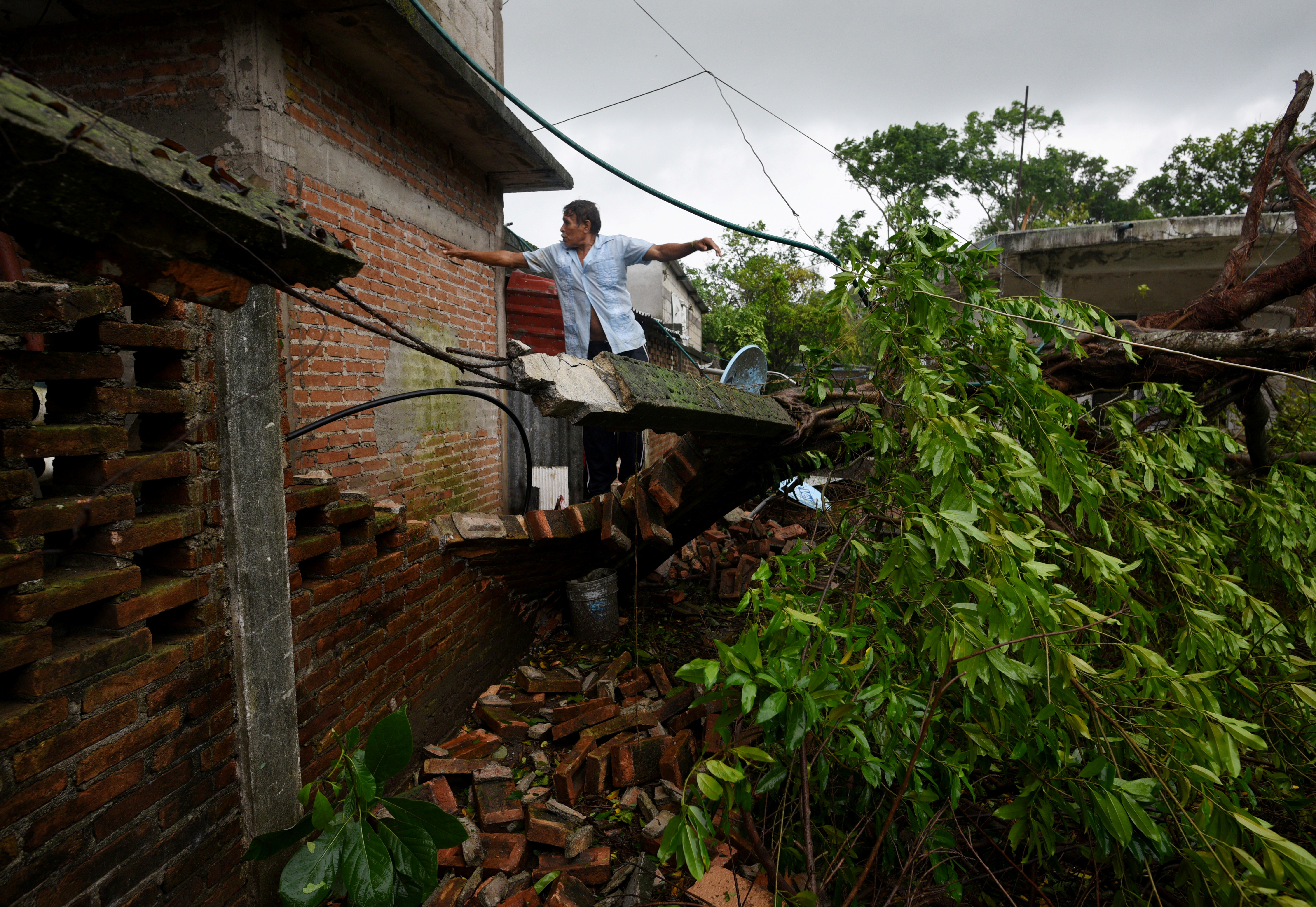 A man reviews damages on his home after Hurricane Grace slammed into the coast with torrential rains, in Costa Esmeralda, near Tecolutla, Mexico August 21, 2021.   REUTERS/Yahir Ceballos