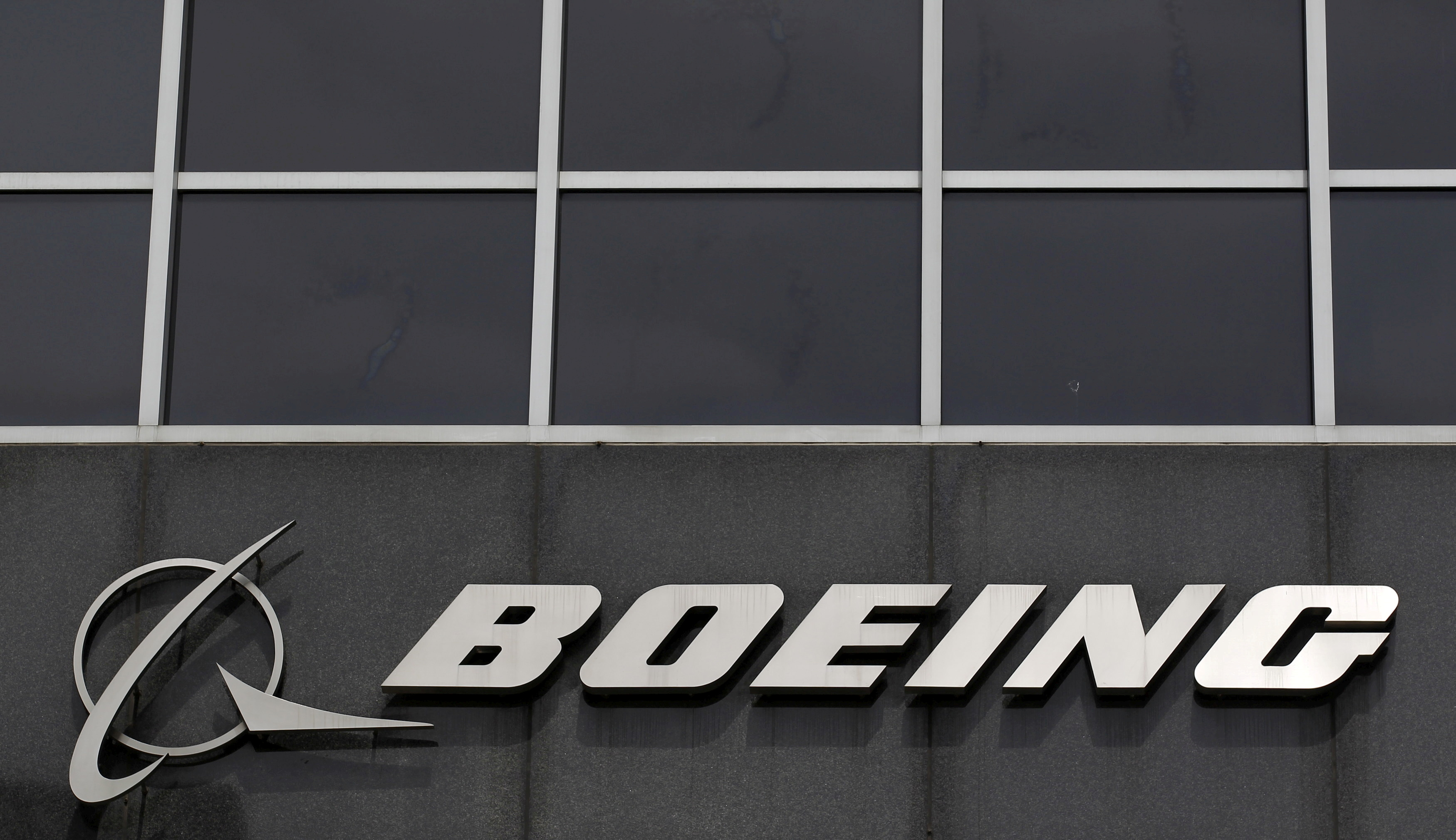 The Boeing logo is seen at their headquarters in Chicago, in this April 24, 2013 photo. REUTERS/Jim Young/File Photo