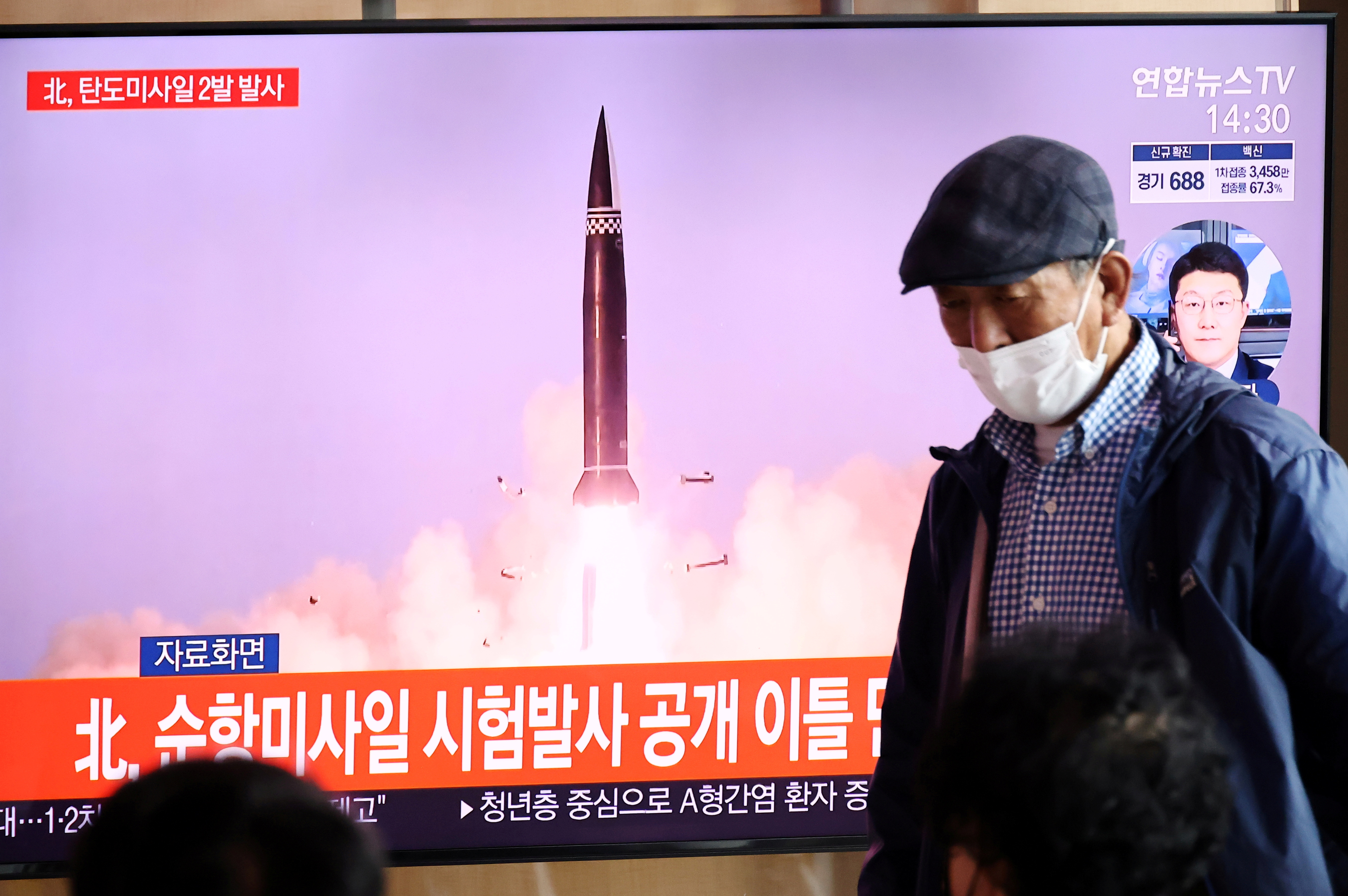 People watch a TV broadcasting file footage of a news report on North Korea firing what appeared to be a pair of ballistic missiles off its east coast, in Seoul, South Korea, September 15, 2021. REUTERS/Kim Hong-Ji/File Photo