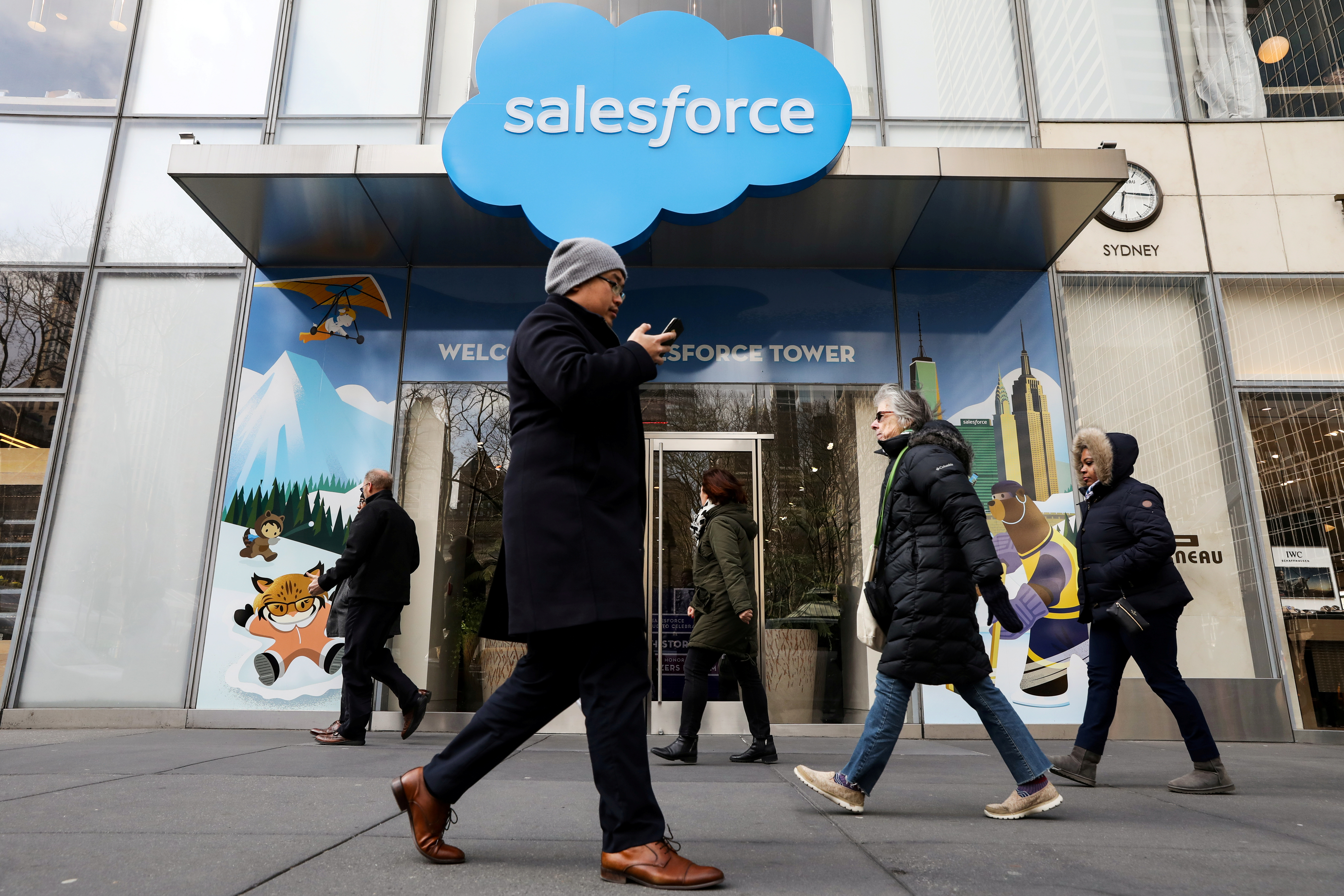 People pass by the Salesforce Tower and Salesforce.com offices in New York City, U.S., March 7, 2019. REUTERS/Brendan McDermid