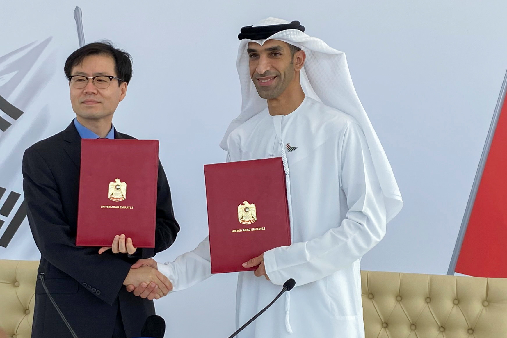 South Korean Trade Minister Yeo Han-koo and United Arab Emirates Minister of State for Foreign Trade Thani Al Zeyoudi shake hands after the announcement of the intent between the two nations to pursue a comprehensive economic partnership agreement (CEPA) in Dubai, United Arab Emirates, October 14, 2021. REUTERS/Alexander Cornwell