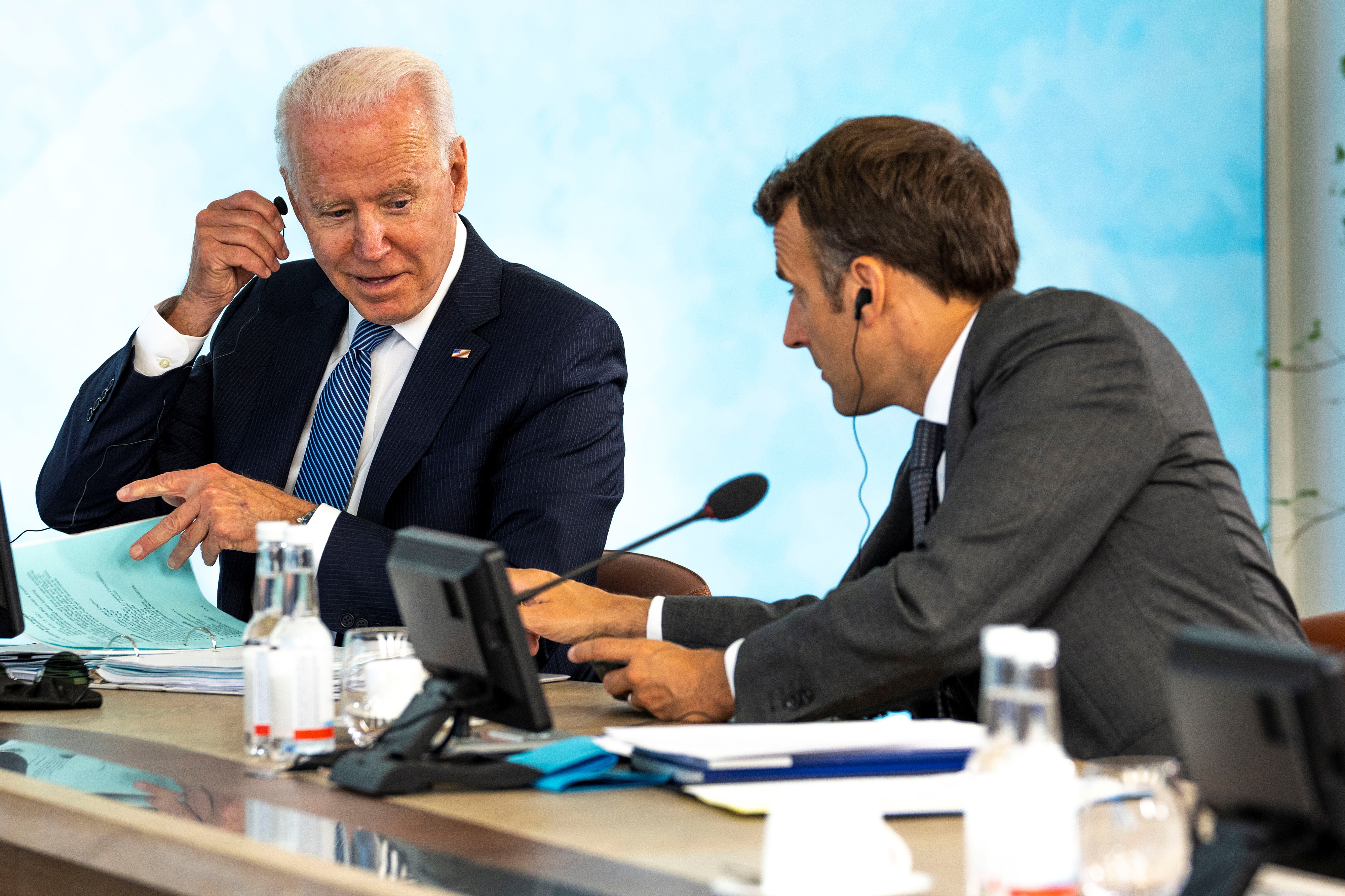 U.S. President Joe Biden talks with French President Emmanuel Macron at the final session of the G7 summit in Carbis Bay, Cornwall in Britain, June 13, 2021.  Doug Mills/Pool via REUTERS
