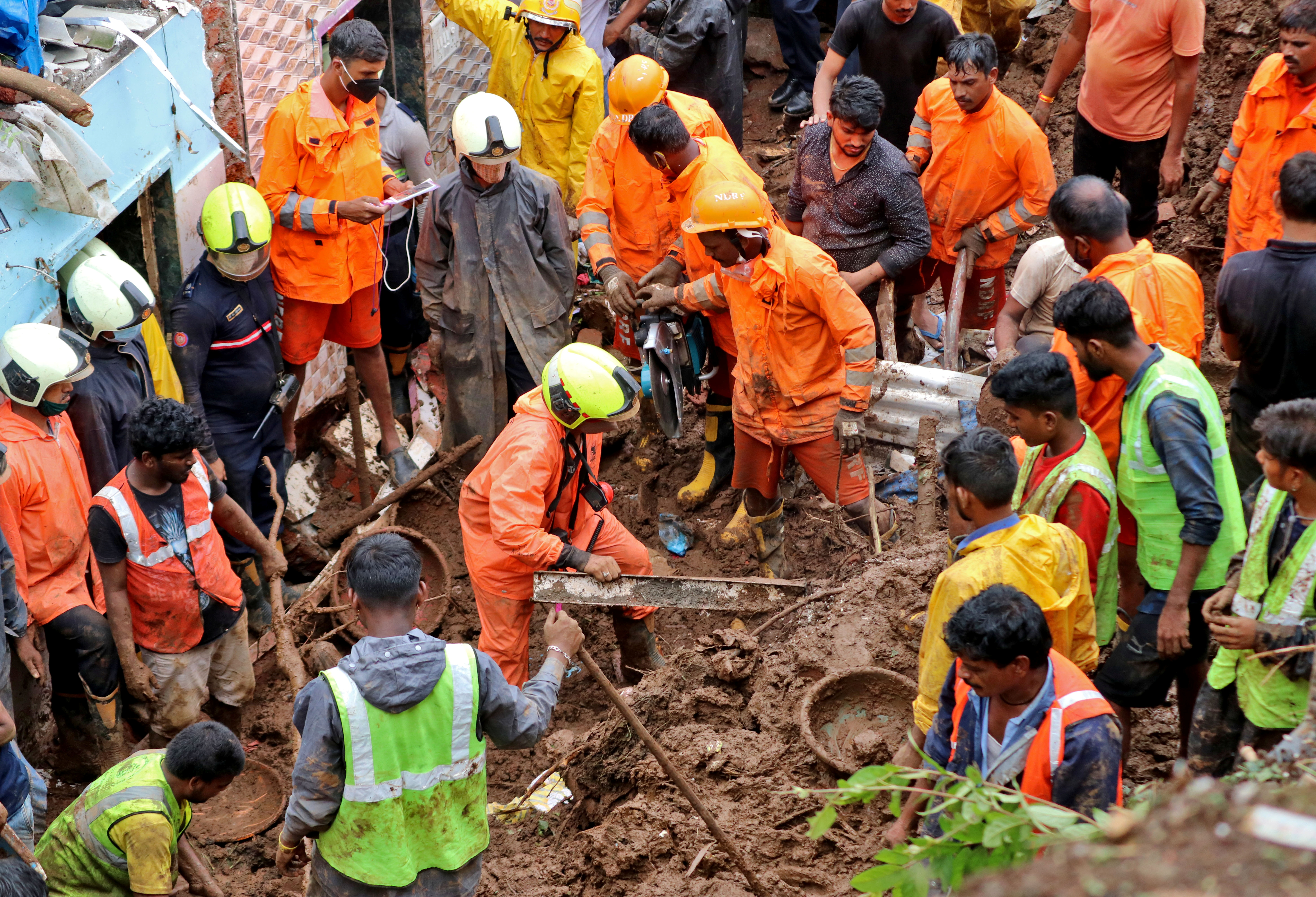 Rescue workers remove debris as they search for survivors after a residential house collapsed due to landslide caused by heavy rainfall in Mumbai, India, July 18, 2021. REUTERS/Niharika Kulkarni