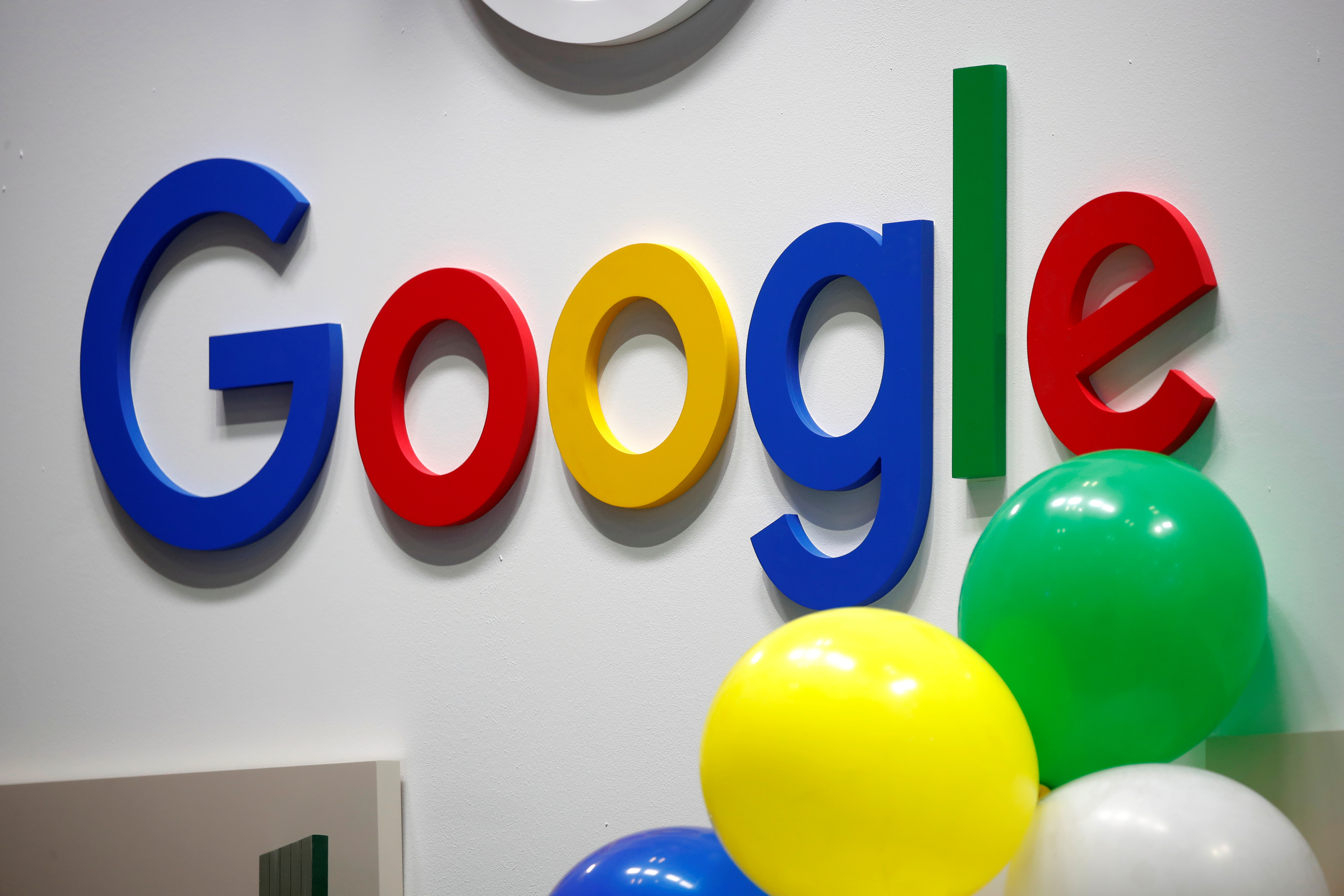 The logo of Google is seen at the high profile startups and high tech leaders gathering, Viva Tech,in Paris, France May 16, 2019. REUTERS/Charles Platiau/File Photo