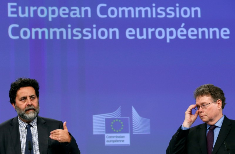 European Union chief negotiator Ignacio Garcia Bercero and U.S. chief negotiator Dan Mullaney (R) address a joint news conference after the 14th Round of the Transatlantic Trade and Investment Partnership (TTIP) in Brussels, Belgium, July 15, 2016. REUTERS/Francois Lenoir