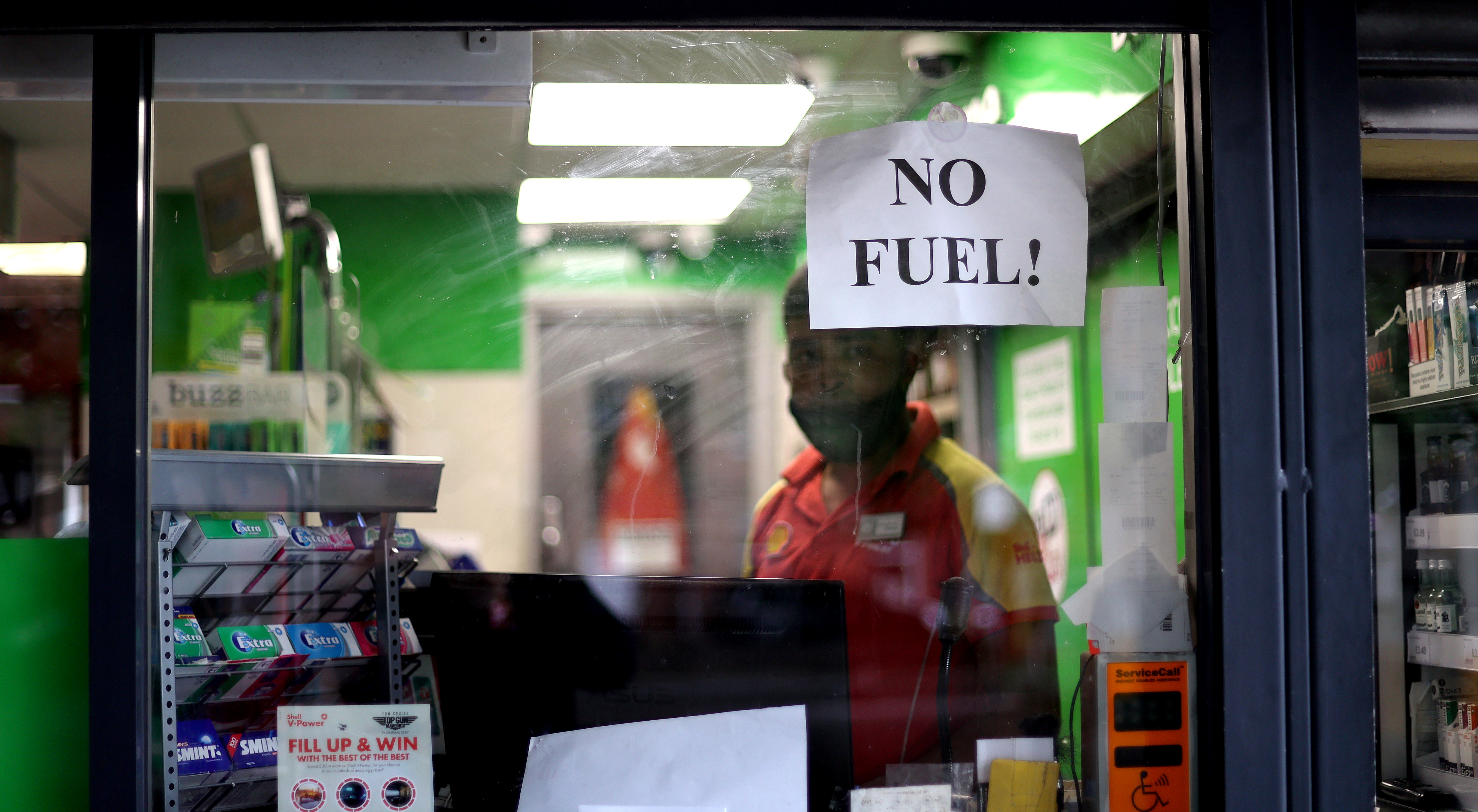 A sign showing customers that fuel has run out is pictured at a petrol station in Stoke-on-Trent, Staffordshire, Britain, September 28, 2021.  REUTERS/Carl Recine