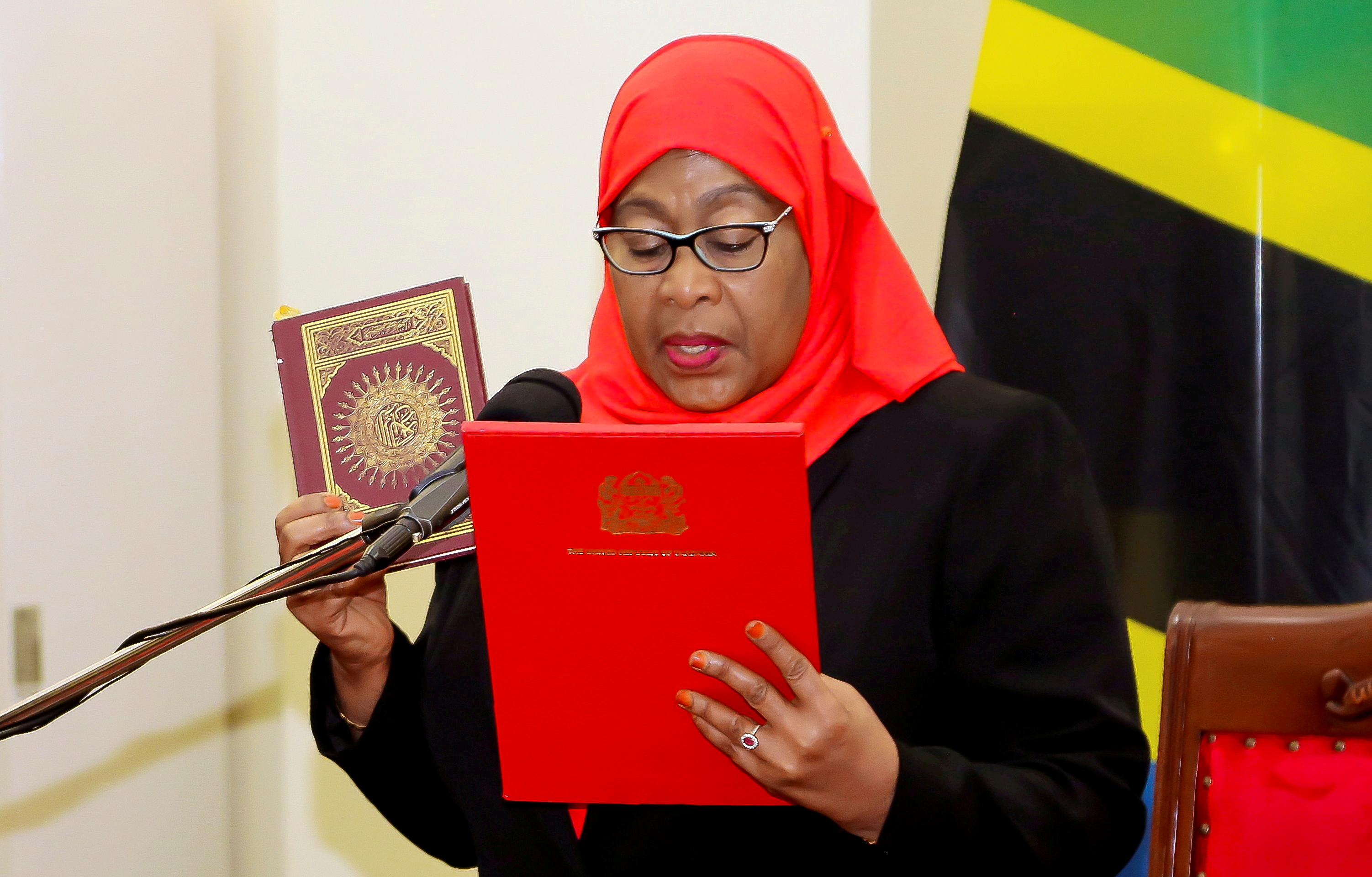 Tanzania's new President Samia Suluhu Hassan takes the oath of office after the death of predecessor John Magufuli, in Dar es Salaam, Tanzania, March 19, 2021. REUTERS/Stringer/File Photo
