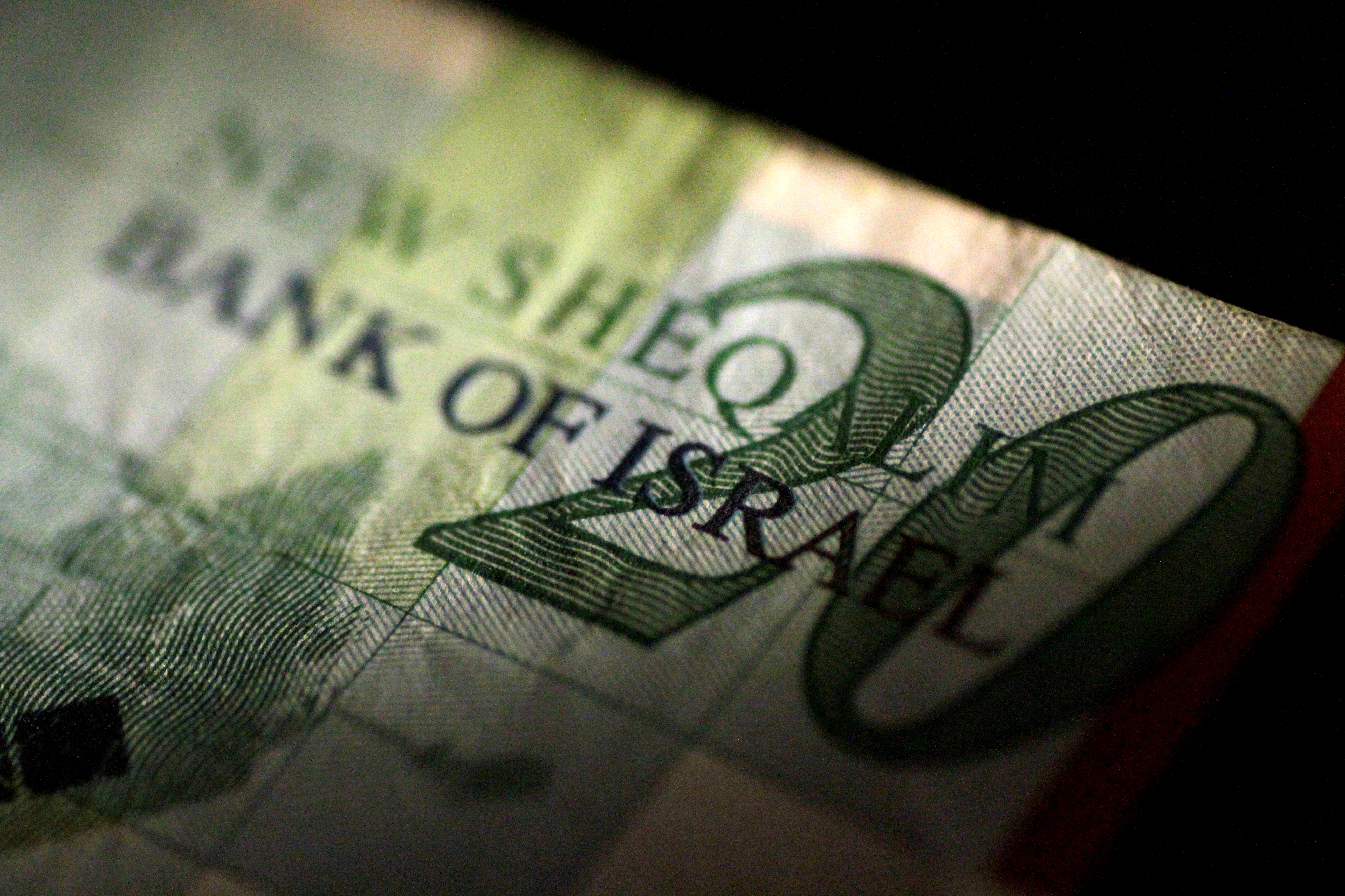 An Israeli shekel note is seen in this June 22, 2017 illustration photo. REUTERS/Thomas White/Illustration/File Photo